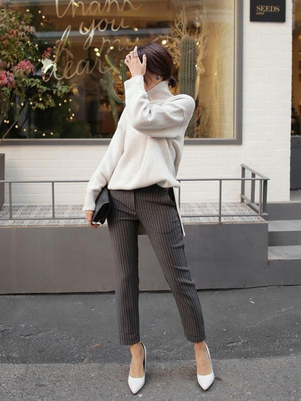 Gợi ý 4 cách kết hợp luôn đẹp với áo len trơn màu 17