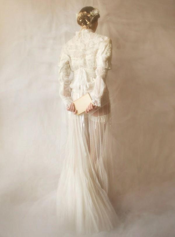 Xu hướng váy cưới dài tay cho mùa đông lạnh giá 22