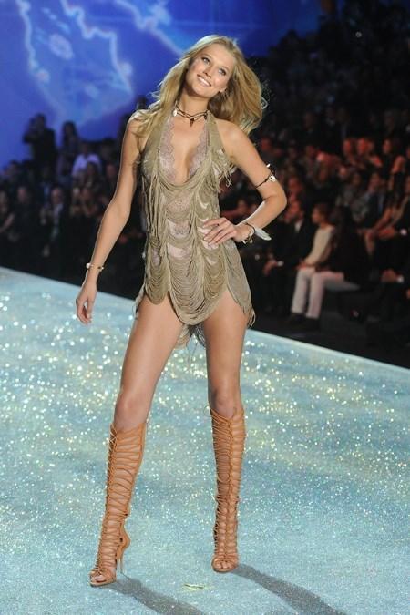 [CLIP] Victoria's Secret Fashion show 2013: Nóng bỏng với những thiên thần nội y