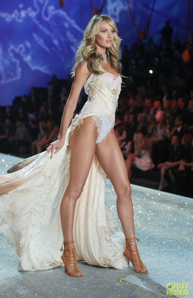 Candice Swanepoel khoe dáng sexy với nội y hơn 200 tỷ
