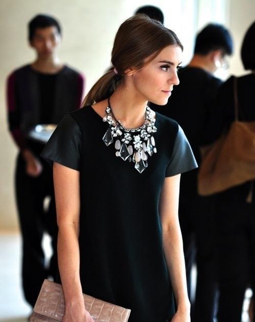 7 cách đơn giản khiến chiếc váy đen thêm bắt mắt 15
