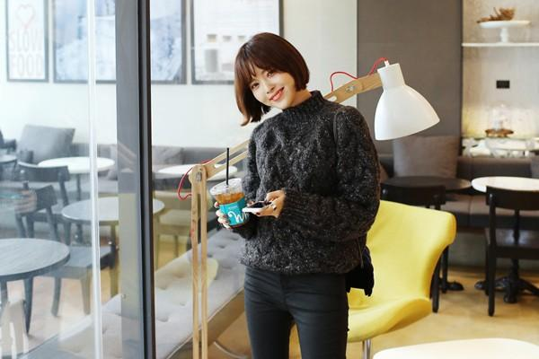 Tư vấn cách chọn và mặc áo len thật chuẩn cho nàng siêu gầy 1