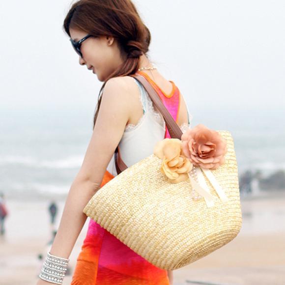 Nổi bật với túi cói đi biển
