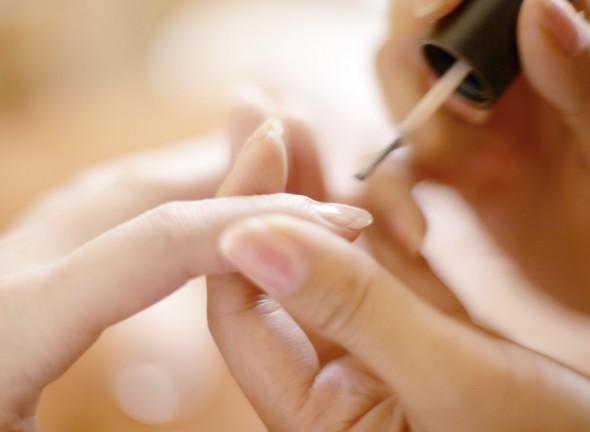 Mẹo nhỏ giúp giữ móng tay luôn bóng bẩy, nuột nà 2