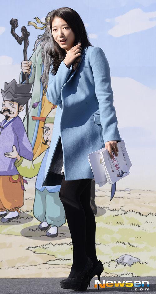 Các mẫu áo khoác măng tô đẹp được sao Hàn ưa chuộng