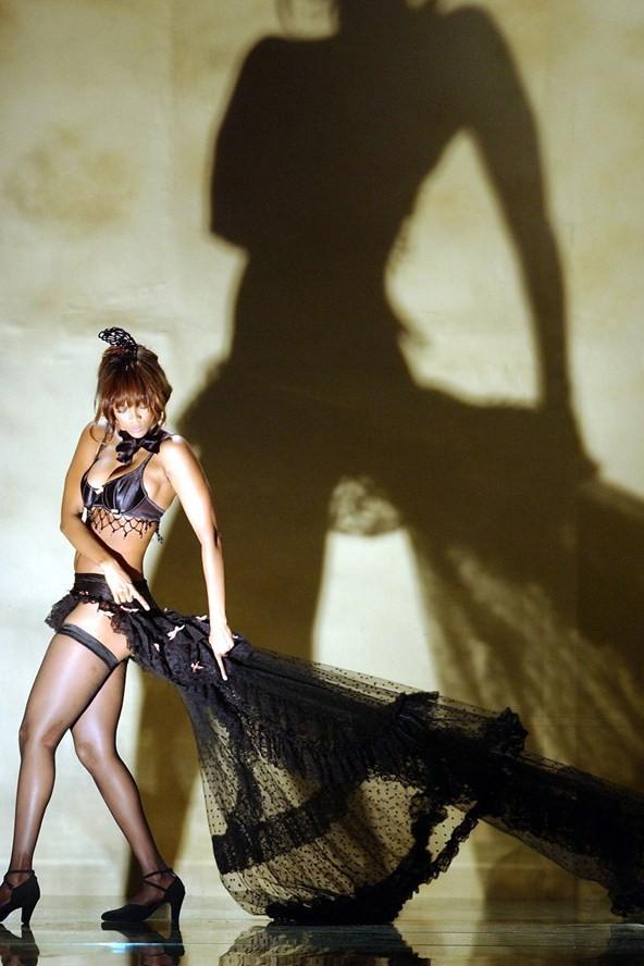 Ngắm hình ảnh Victoria's Secret Show từ thời quê mùa