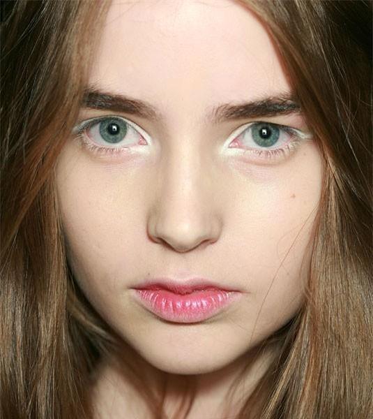 18 cách trang điểm với eyeliner trắng