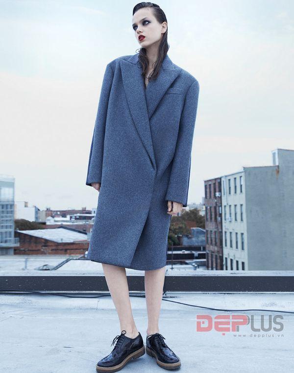 Kristina Romanova gợi cảm trên tạp chí Vogue