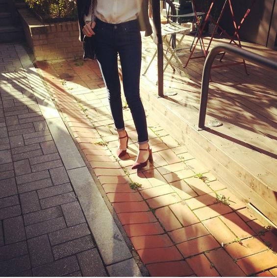 Cách chọn và kết hợp quần jeans với giày hợp từng dáng chân 1