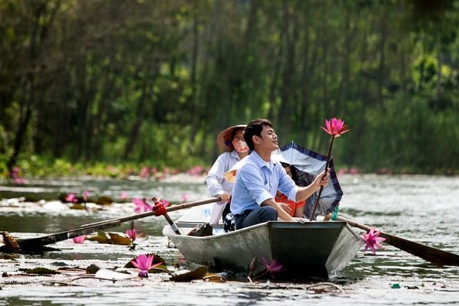 Mùa hoa súng đẹp rực rỡ trên suối YếnMùa hoa súng đẹp rực rỡ trên suối Yến 3