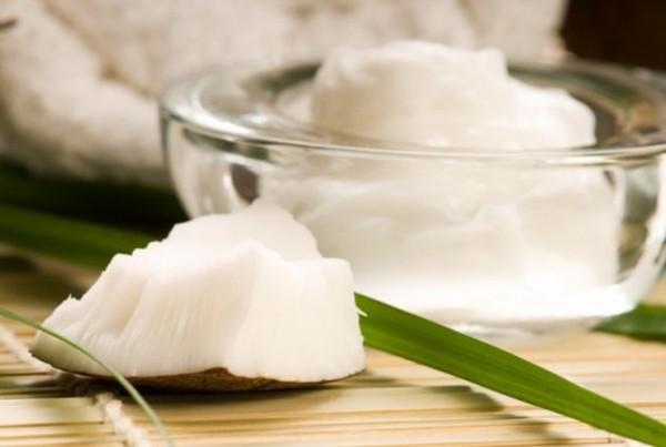6 tác dụng của dầu dừa giúp dưỡng da và chống thâm quầng mắt