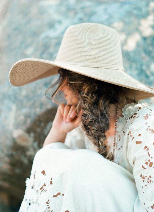 4 biến tấu của mũ cói điểm tô cho ngày hè thêm xinh