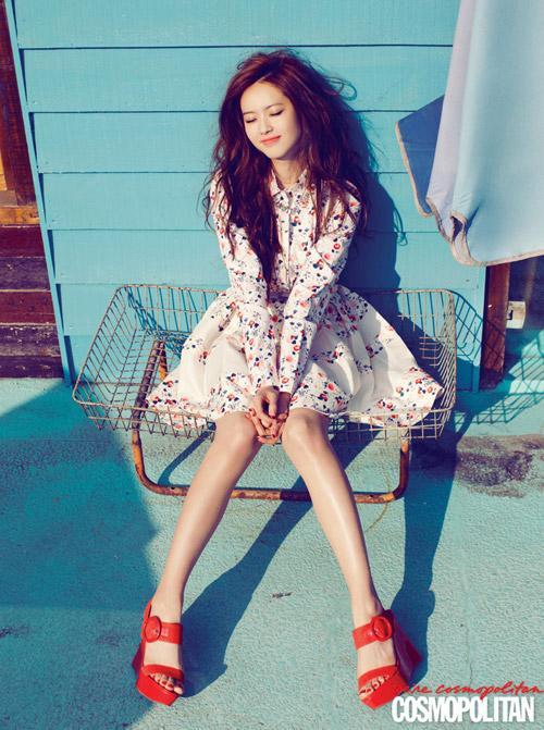 Diện váy hoa xinh xắn như sao Hàn