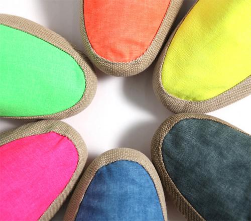 6 kiểu giày dép bạn nên sắm trước khi ra biển