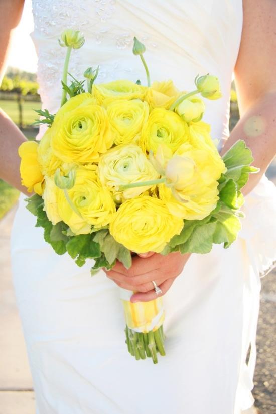 Chọn hoa cưới giúp cô dâu rạng rỡ hơn những ngày mưa