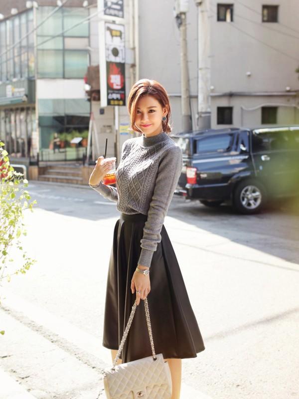 Gợi ý 4 cách kết hợp luôn đẹp với áo len trơn màu 16