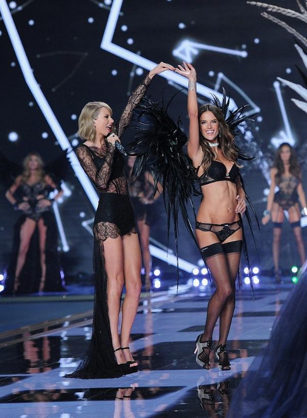 Xem tất cả của Victoria Secret Fashion Show sự quyến rũ!