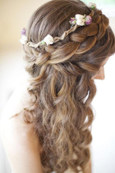 Các cách cài hoa lên mái tóc cô dâu