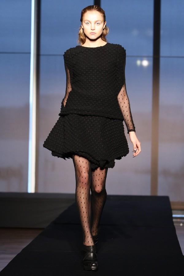 7 cách đơn giản khiến chiếc váy đen thêm bắt mắt 1