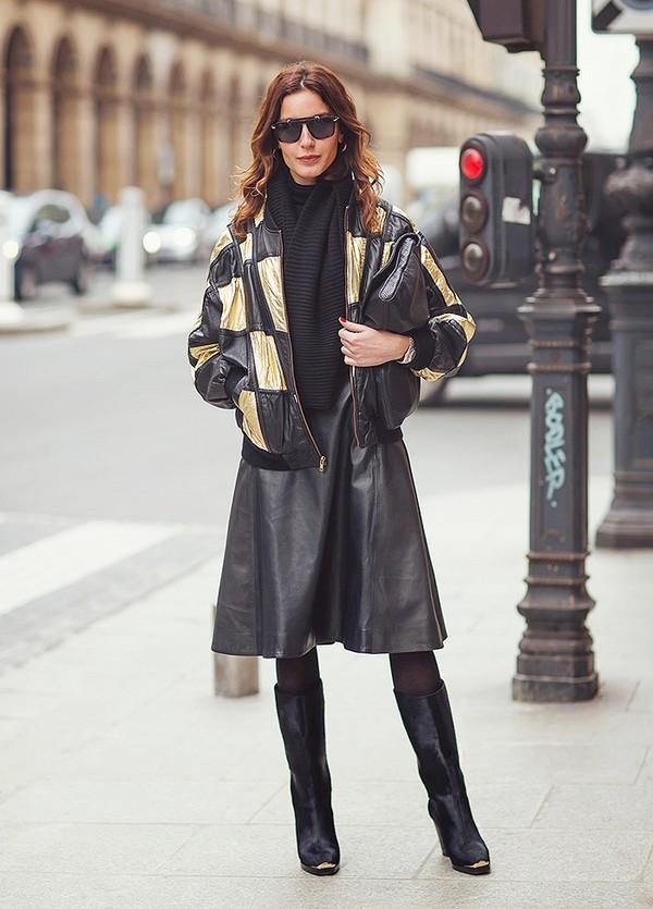 Muôn kiểu kết hợp nhẹ nhàng và ấm áp cùng chân váy midi 15