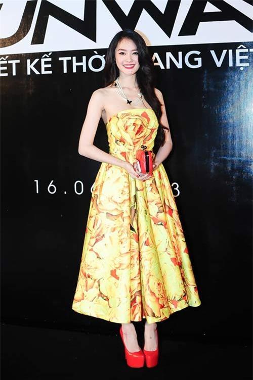 Những mốt váy hoa 'xiêu lòng' người đẹp - 12