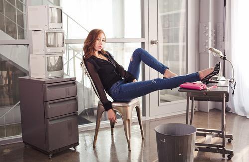 Khoe chân thon dài miên man nhờ jeans
