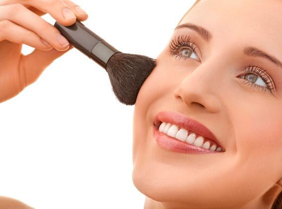 Cách trang điểm che giấu mụn và sẹo mụn giúp bạn tự tin hơn