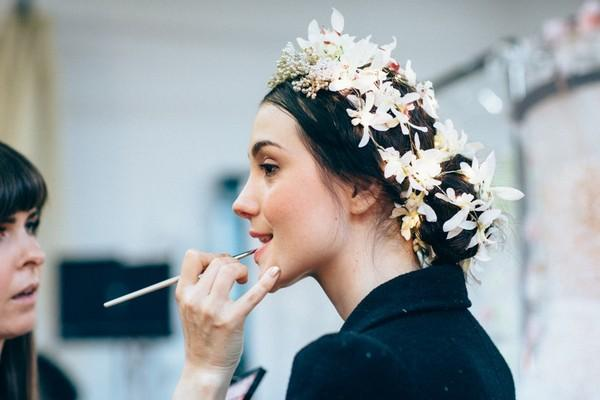 Phụ diện đẹp & lạ cho mái tóc giúp cô dâu thêm lộng lẫy 6