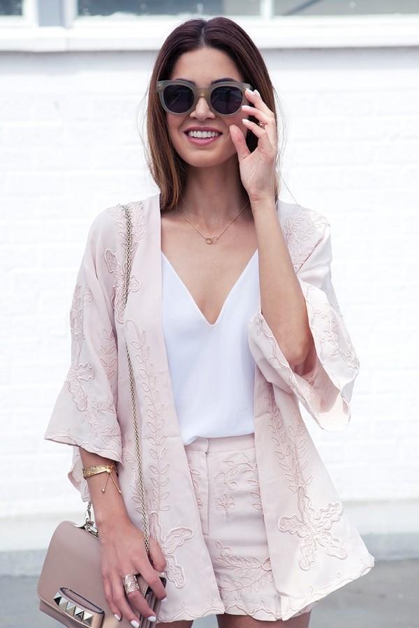 Đẹp rạng rỡ với 5 món trang phục đơn giản