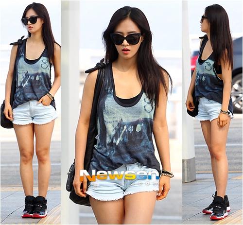 Mix đồ đẹp với sneaker ngày thu chất như sao Hàn