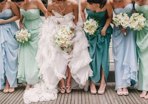 7 gợi ý váy phù dâu thời trang và nhã nhặn 22