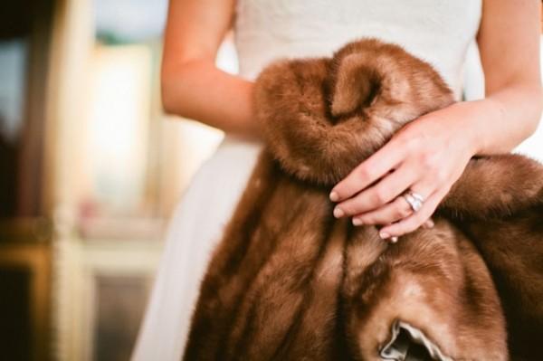 Ấm áp mà vẫn đẹp lộng lẫy với áo khoác cưới mùa đông 2013 9
