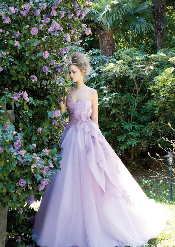 Những mẫu váy cưới tuyệt đẹp không mang tone trắng truyền thống 5
