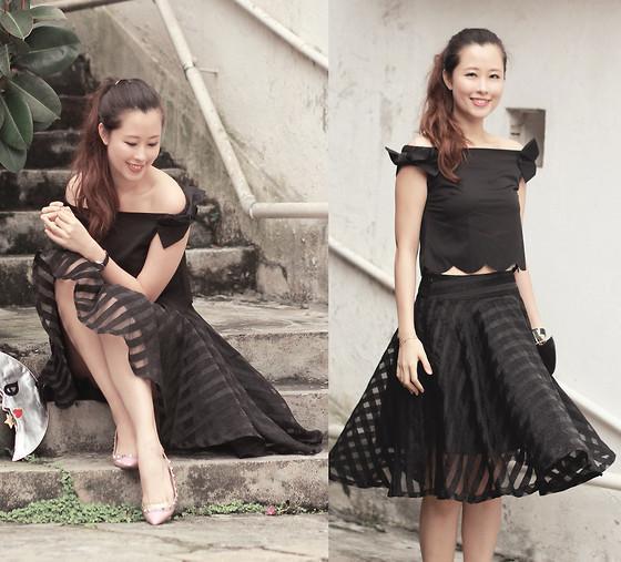 Ghi điểm bằng váy đen trẻ trung