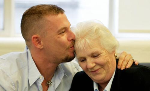 McQueen: Chàng gay làm náo loạn thế giới
