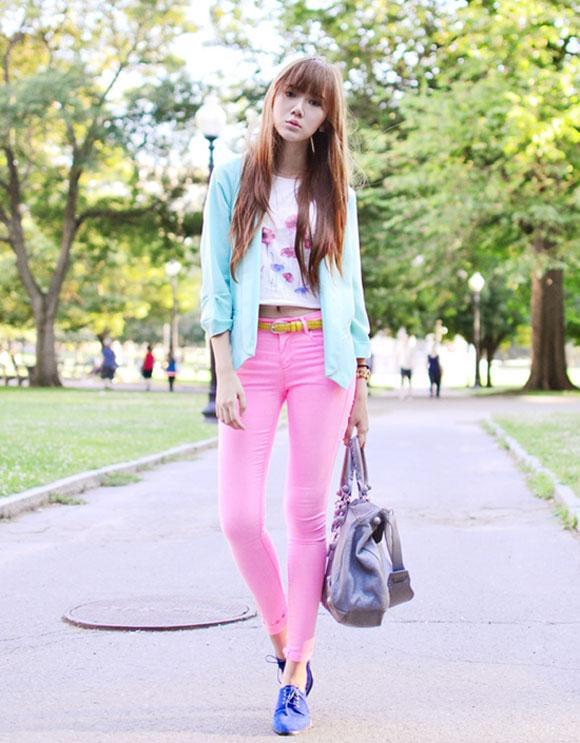 Áo khoác tay lỡ và skinny jean tông màu pastel cho ngày Xuân rực rỡ, cách mix đồ này thích hợp cả khi đi làm và đi chơi đấy!
