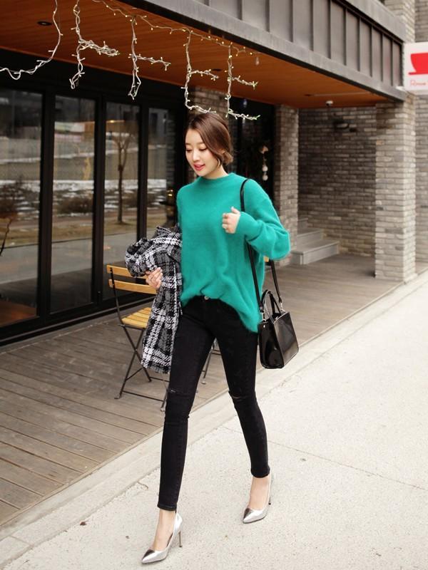 Tư vấn cách chọn và mặc áo len thật chuẩn cho nàng siêu gầy 5