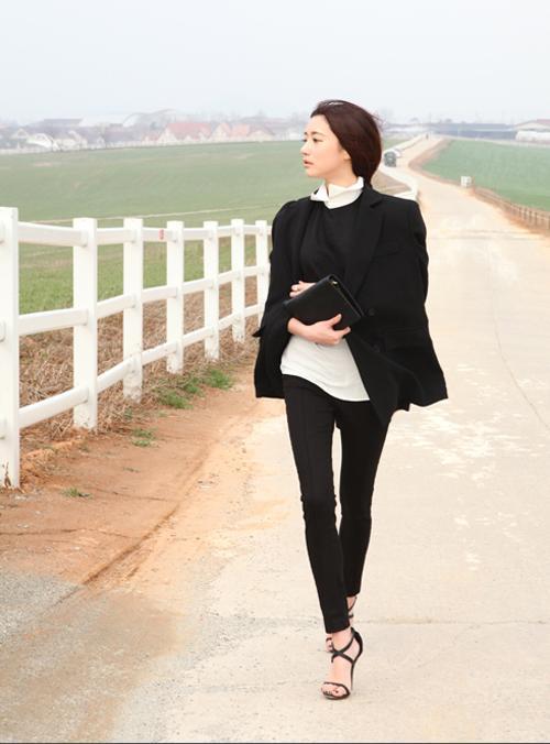Áo khoác hờ - cách diện đồ đông giữa ngày xuân