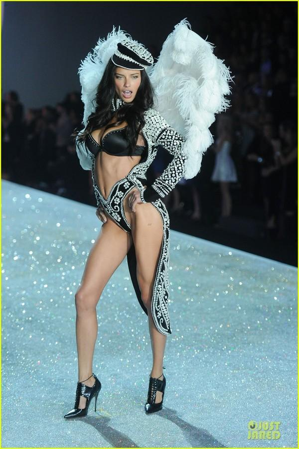 Những hình ảnh nóng bỏng nhất của Victoria's Secret 2013 23