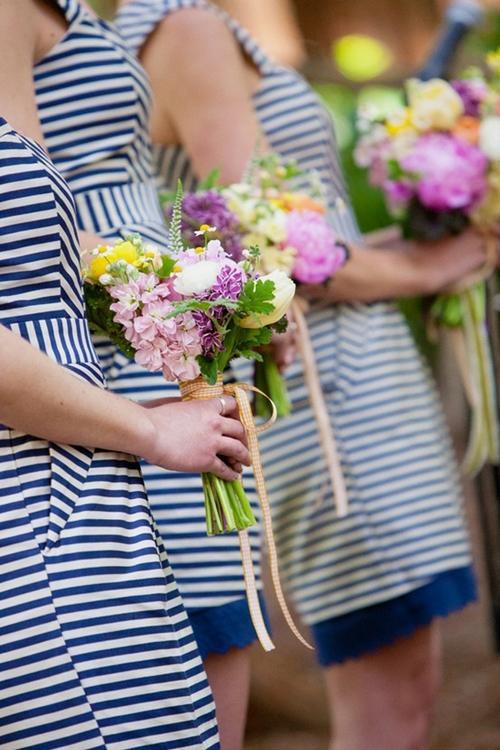 7 gợi ý váy phù dâu thời trang và nhã nhặn 16