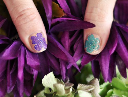 2 mẫu nail hoa rực rỡ đón cuối tuần