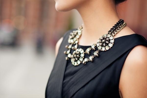 7 cách đơn giản khiến chiếc váy đen thêm bắt mắt 17