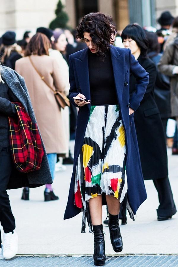 Muôn kiểu kết hợp nhẹ nhàng và ấm áp cùng chân váy midi 3