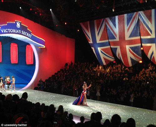 Áo ngực triệu đô tỏa sáng Victoria's Secret Show - 6