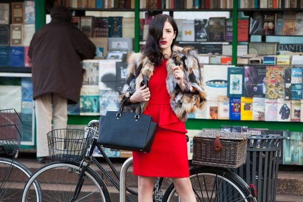 Street style ngọt ngào, rực rỡ của phái đẹp châu Âu ngày đông 10