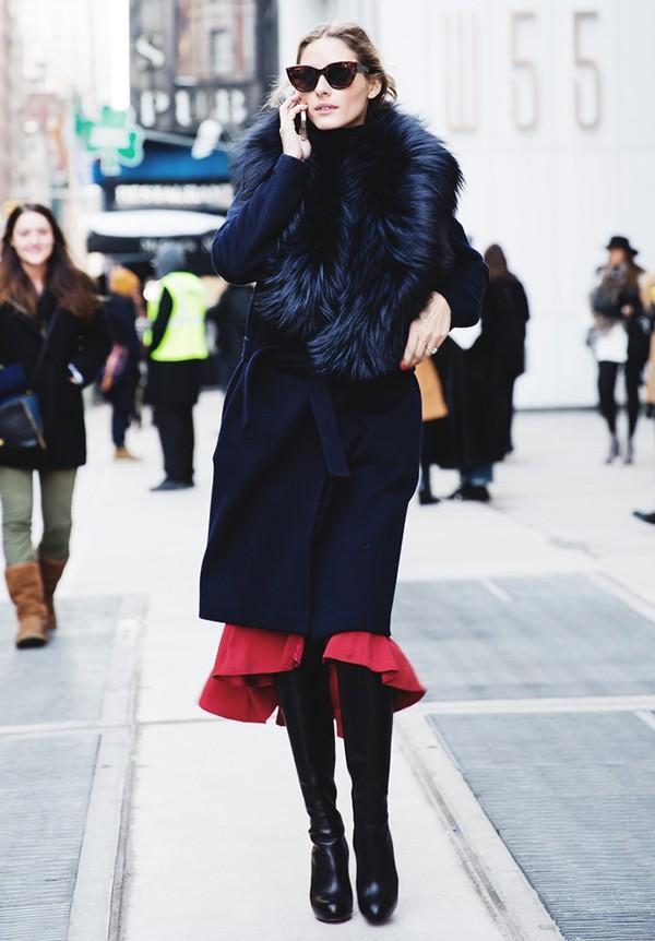 Muôn kiểu kết hợp nhẹ nhàng và ấm áp cùng chân váy midi 16