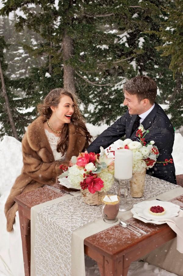 Ấm áp mà vẫn đẹp lộng lẫy với áo khoác cưới mùa đông 2013 8