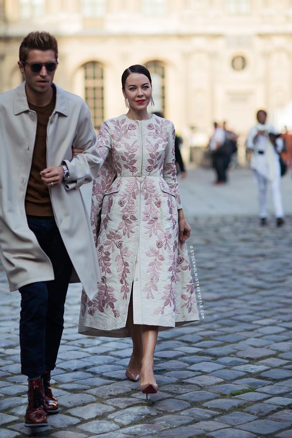 Street style ngọt ngào, rực rỡ của phái đẹp châu Âu ngày đông 7