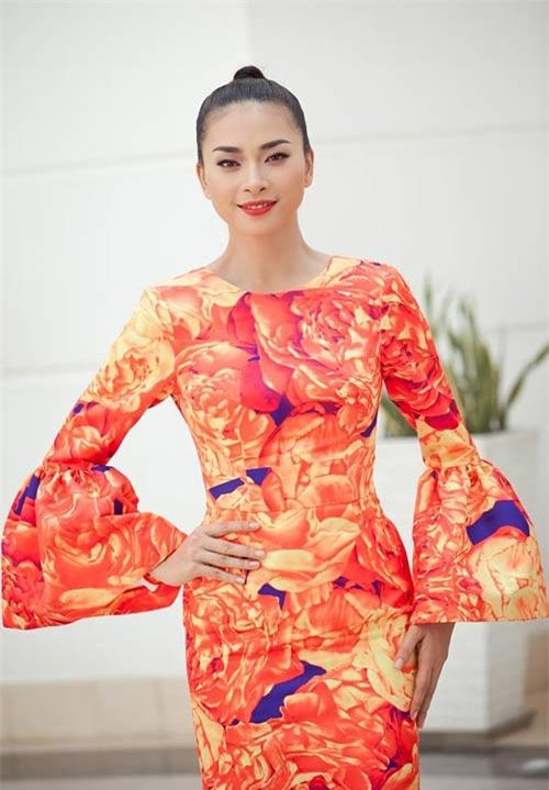 Những mốt váy hoa 'xiêu lòng' người đẹp - 13