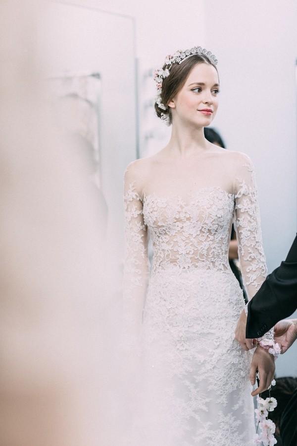 Phụ diện đẹp & lạ cho mái tóc giúp cô dâu thêm lộng lẫy 3